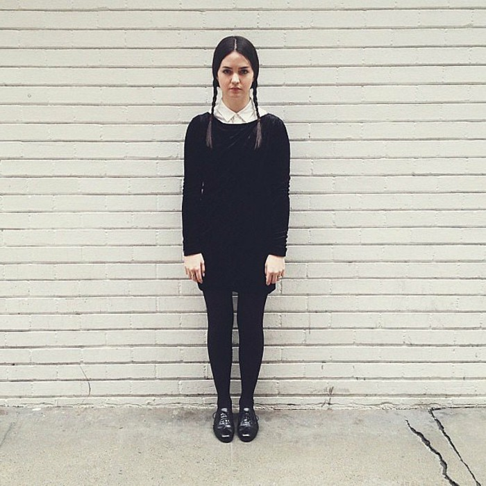 Travestimento come Wednesday Addams, costume semplice per Halloween