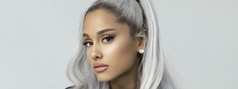I capelli di Ariana Grande, colore capelli 2019, acconciatura chioma legata
