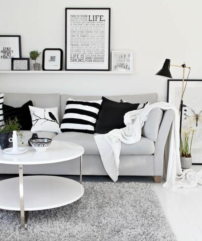 Mobili soggiorno moderni, tavolino rotondo bianco, mensola con quadri