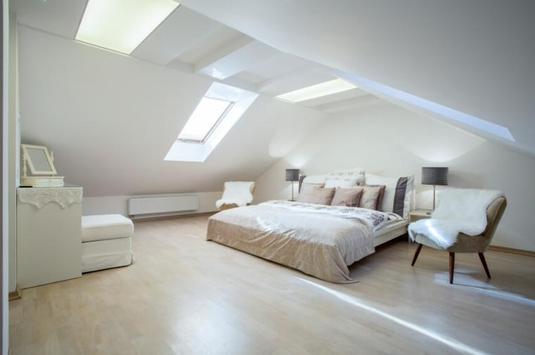 Mansarda con camera da letto, come arredare una mansarda, stanza con pavimento in legno