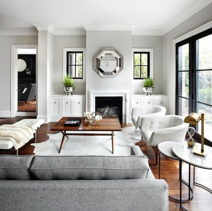Come arredare il soggiorno, tavolino basso di legno, divano di tessuto colore grigio