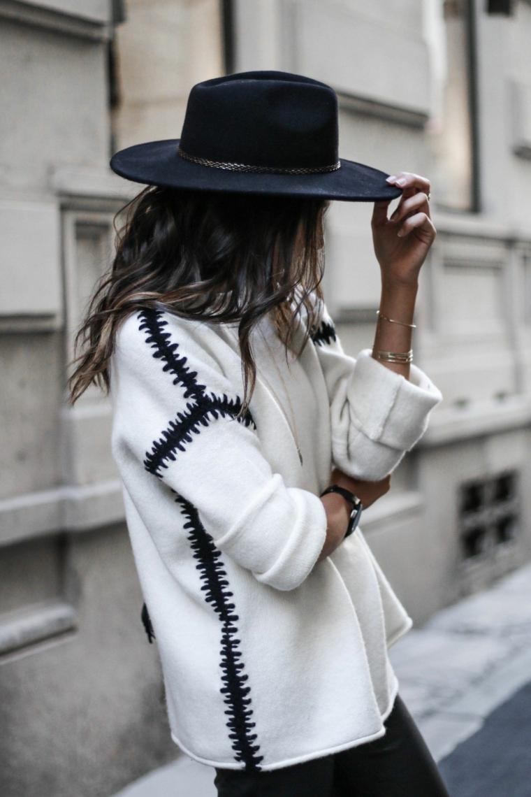 Colori capelli autunno inverno 2019, ragazza con capelli castani, abbigliamento street style
