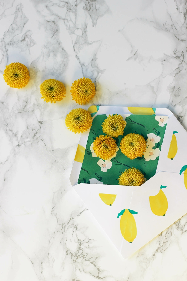 Disegni di limoni, cartolina con fiori gialli, regali per la mamma