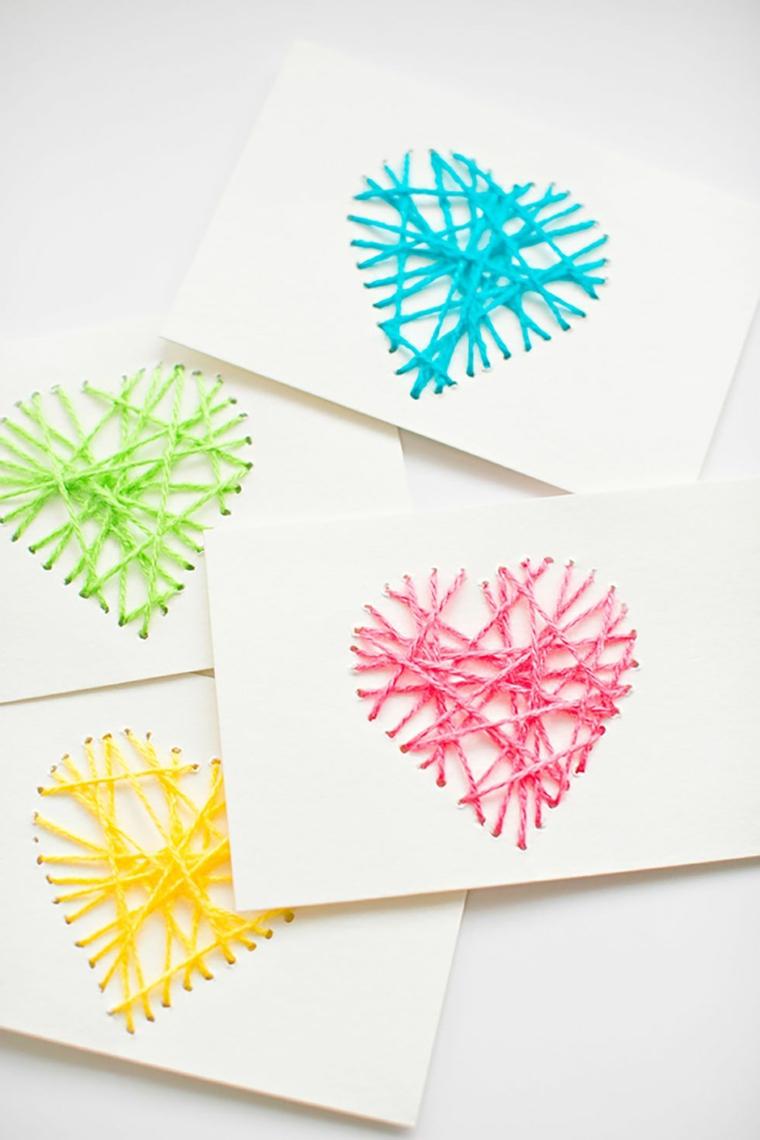 Idee regalo mamma, bustine con decorazioni, fili di colone colorati