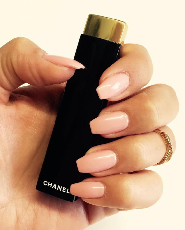 Unghie gel rosa, unghie forma squadrata, smalto rosa chiaro