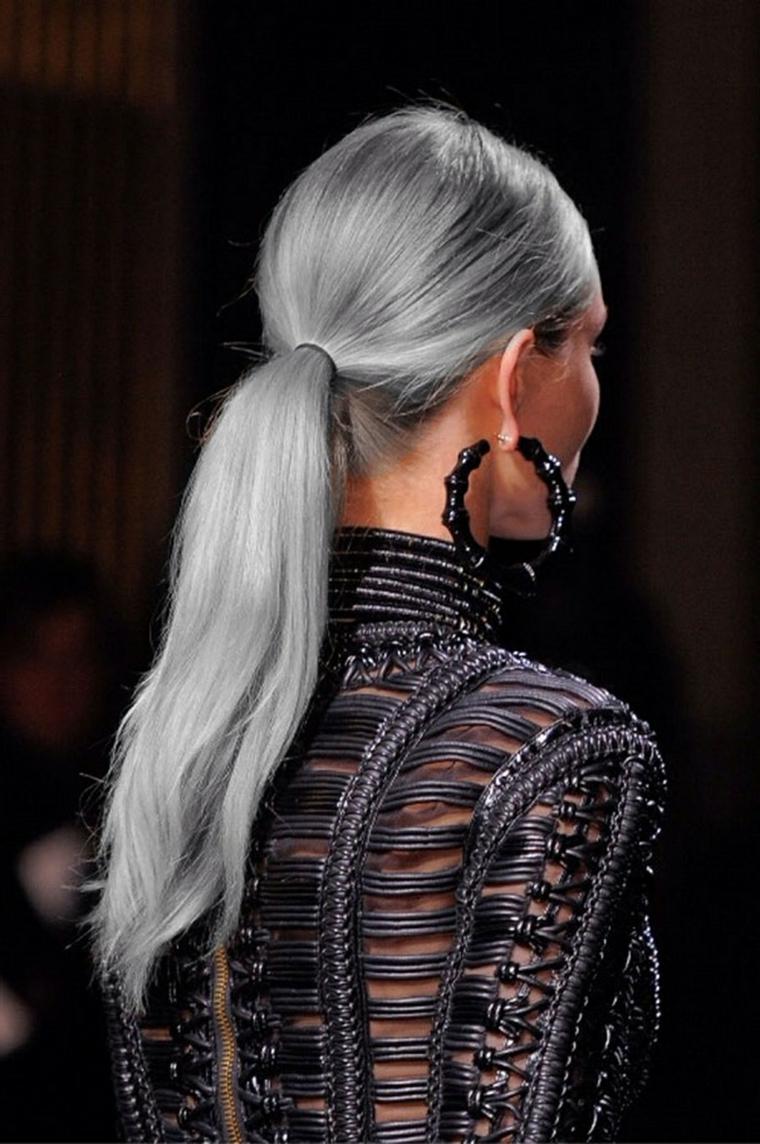 Tendenze colore capelli autunno inverno 2019, capelli di colore grigio