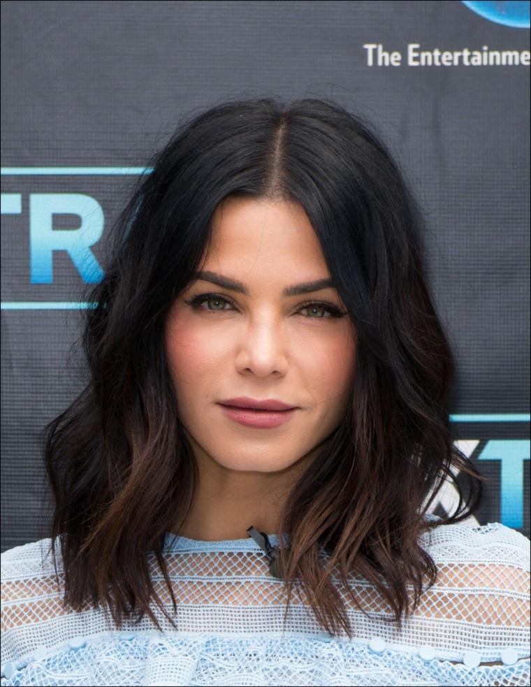 Taglio long bob, acconciatura bob mosso, capelli di colore nero, tendenze colore capelli autunno inverno 2019