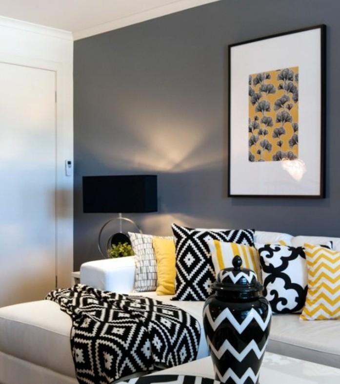 Idee per interni casa, parete di colore grigio, divano di colore bianco