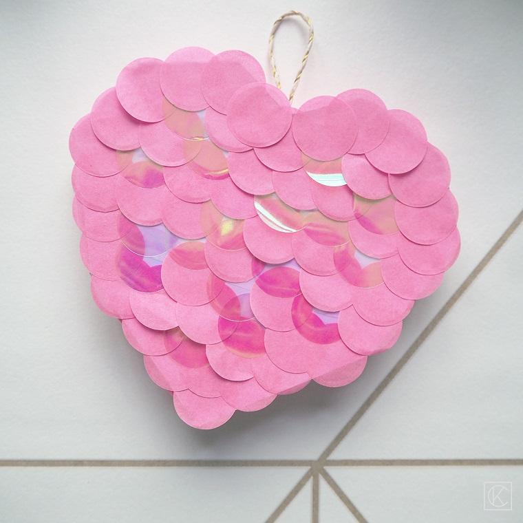 Regali da fare alla mamma, scatola a forma di cuore, scatola decorata, pezzettini di carta rosa