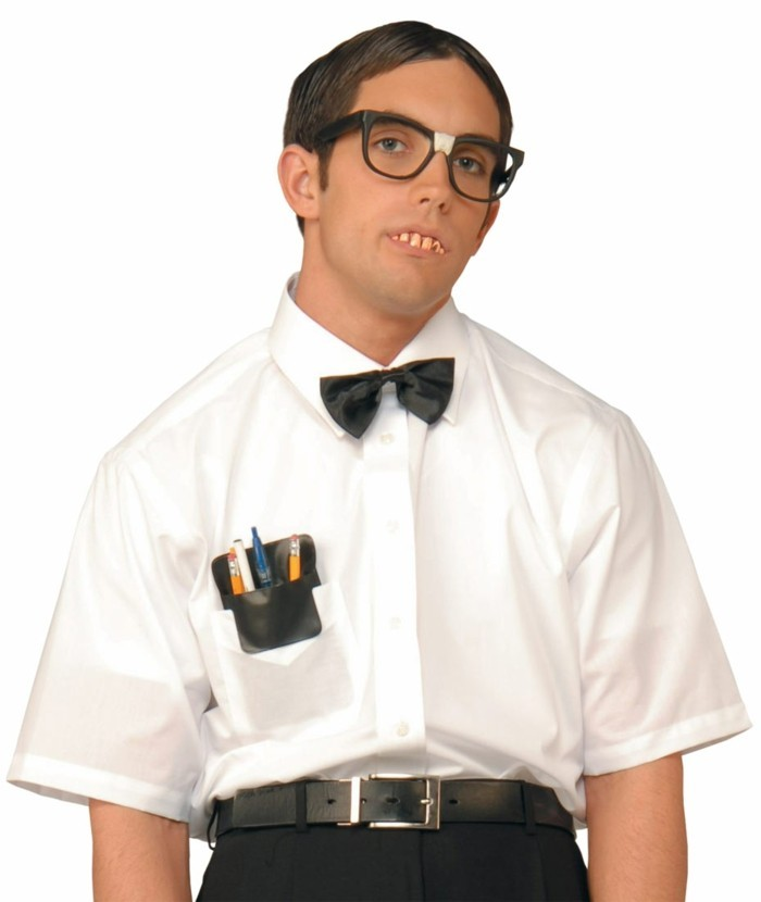 Uomo travestito per halloween, costumi halloween adulti, uomo con camicia bianca