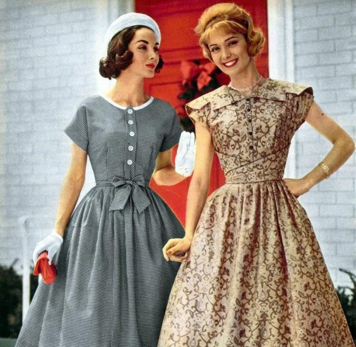 Costumi halloween fai da te, due donne con abiti vintage
