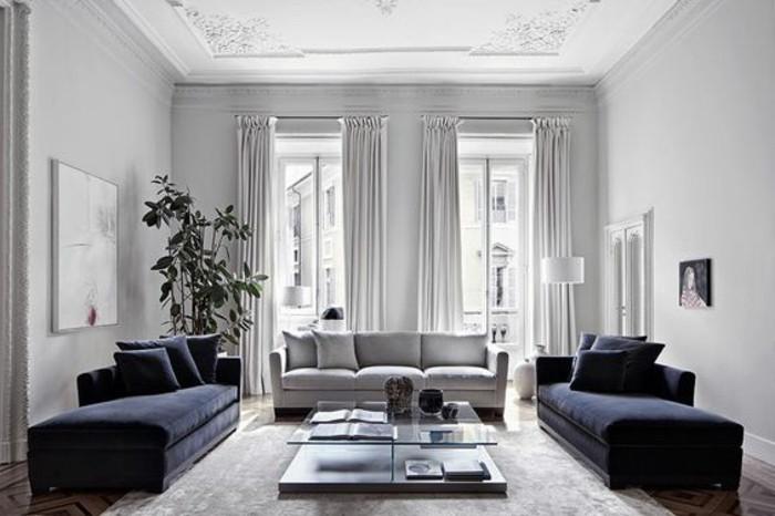 Idee arredamento soggiorno, pareti di colore grigio chiaro, tavolino basso di vetro