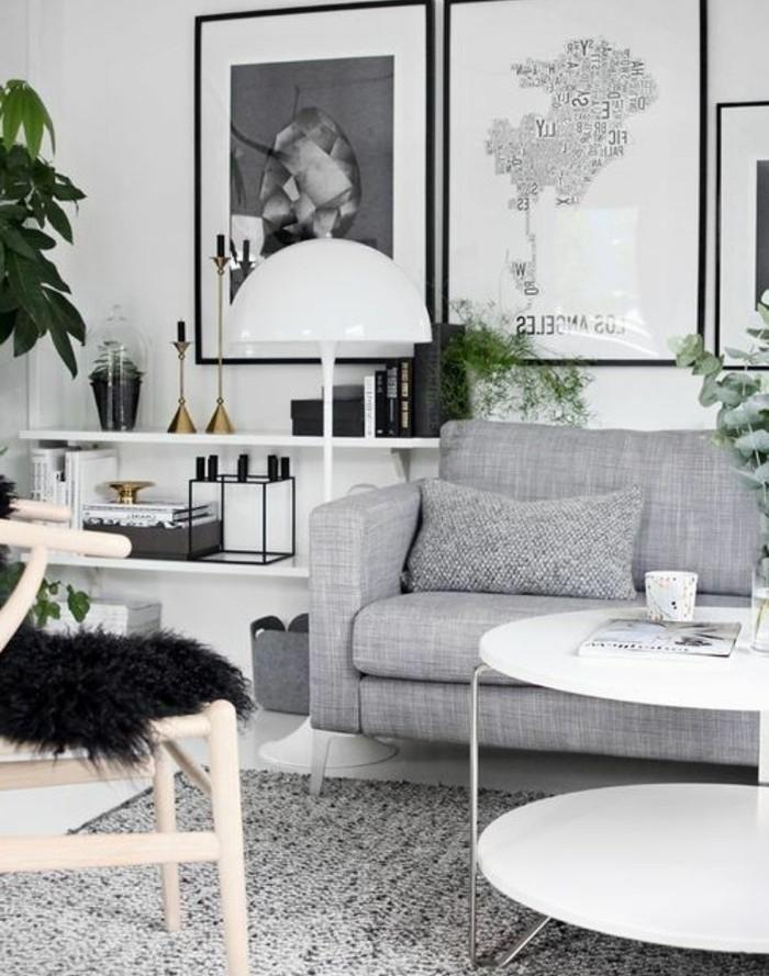 Idea per arredare salotto piccolo, divano di colore grigio, tavolino rotondo di colore bianco