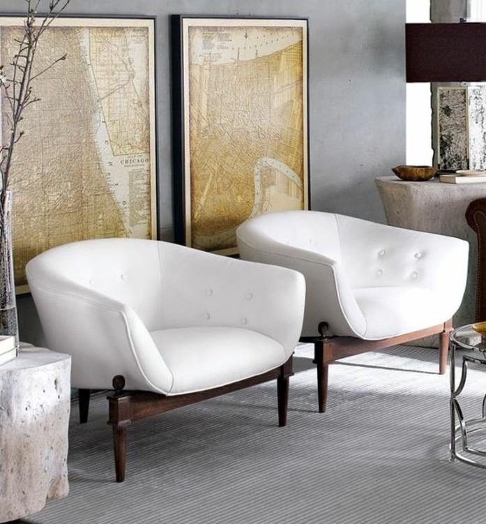 Come arredare il soggiorno, parete di colore grigio, due poltrone di pelle bianca