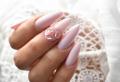 Unghie gel rosa: la manicure più dolce con sfumature sgargianti ed effetti glossy