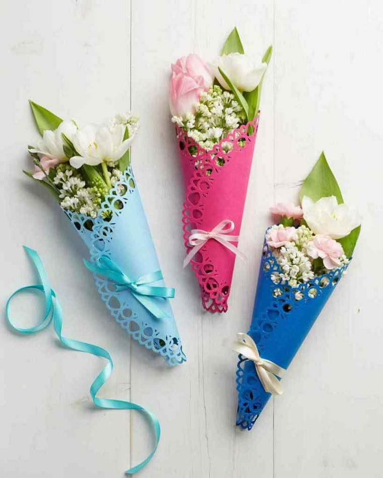 Regali da fare alla mamma, bouquet di fiori, bouquet legati con nastri