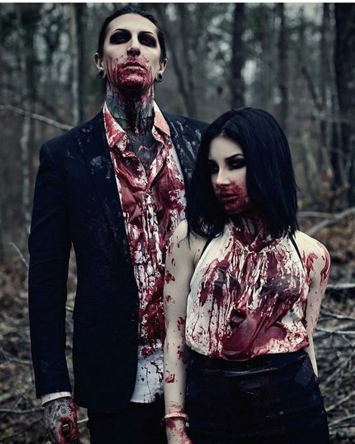 Costumi Halloween fai da te, uomo e donna vampiri, schizzi di sangue