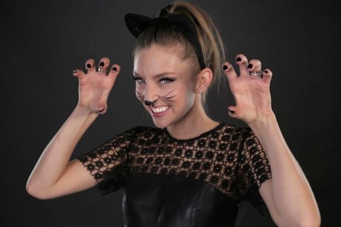 Ragazza vestita come gatta, cerchietto per capelli con orecchie, travestimenti halloween originali