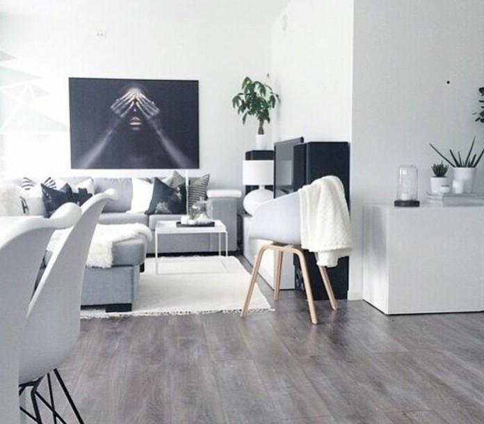 Soggiorno bianco e grigio, divano in tessuto, open space con sala da pranzo