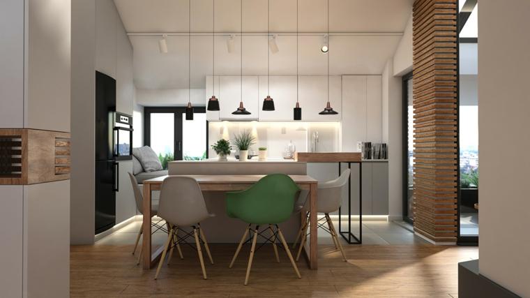 Arredare sottotetto, cucina con soffitto in pendenza, isola centrale per cucina