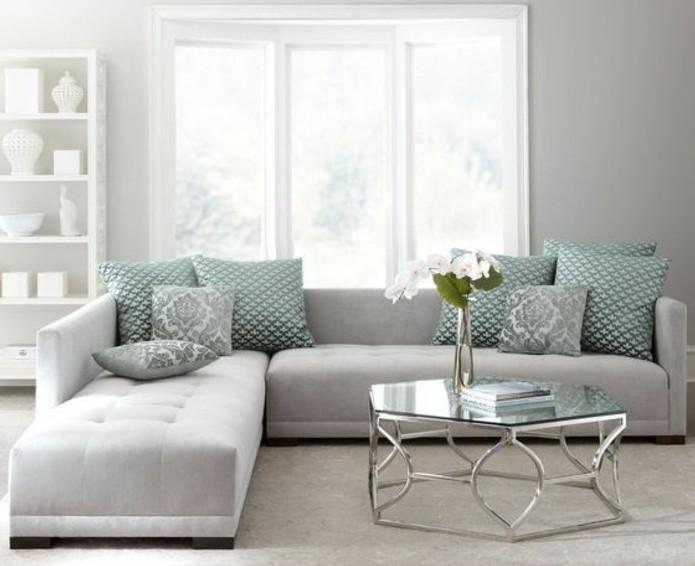 Idee arredamento soggiorno, divano con isola, tavolino di vetro forma irregolare