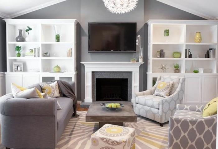 Colori pareti soggiorno, parete di colore grigio, tavolino basso di legno, salotto con camino
