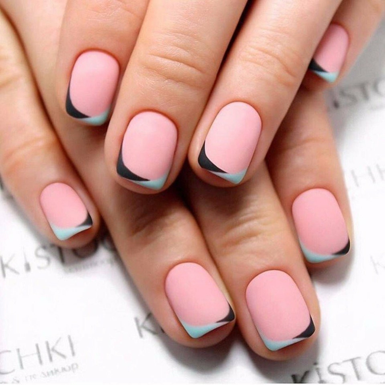 Nail art rosa stilizzata, smalto rosa mat, unghie donna corte