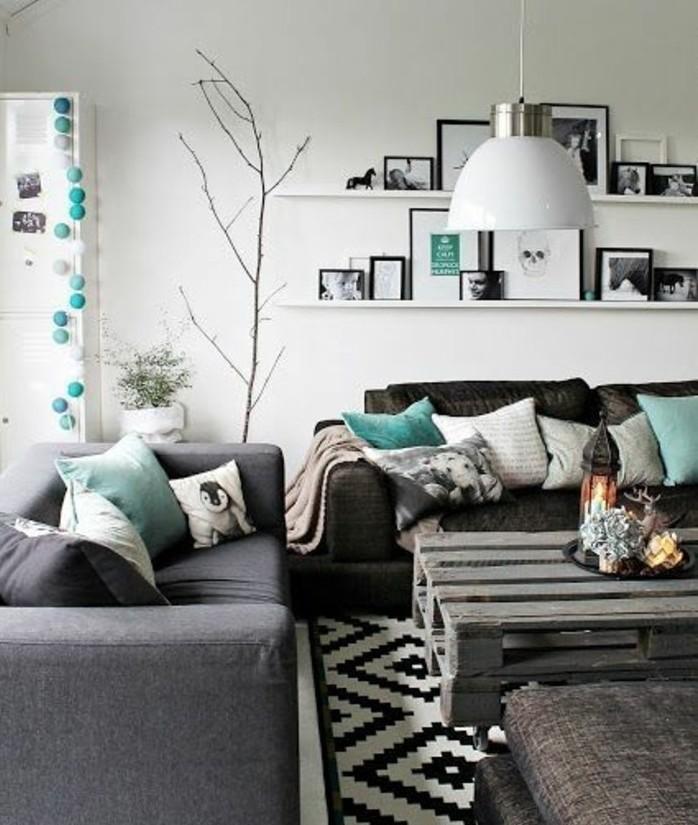Tavolino salotto in pallet, arredare salotto piccolo, parete di colore bianco