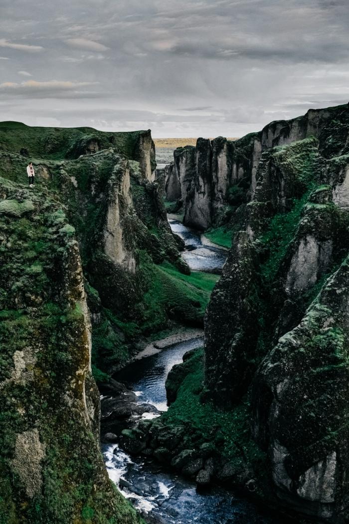 Sfondi più belli del mondo, montagna con ruscello