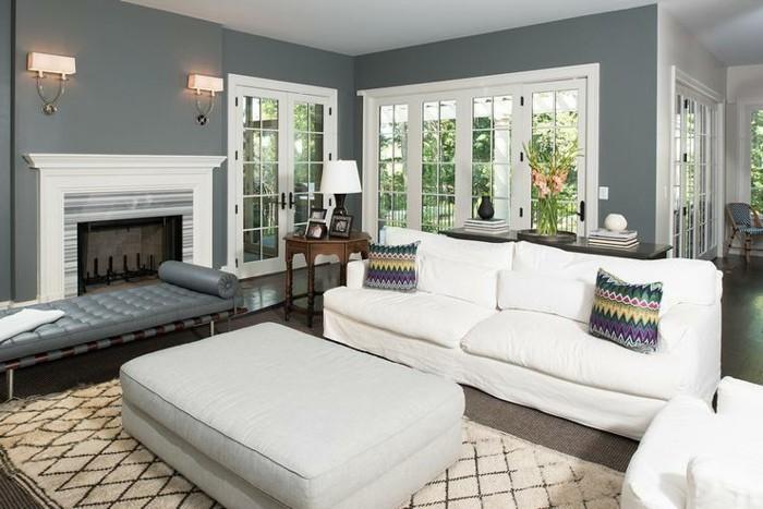 Come arredare il soggiorno, soggiorno con pareti grigie, divano di colore bianco