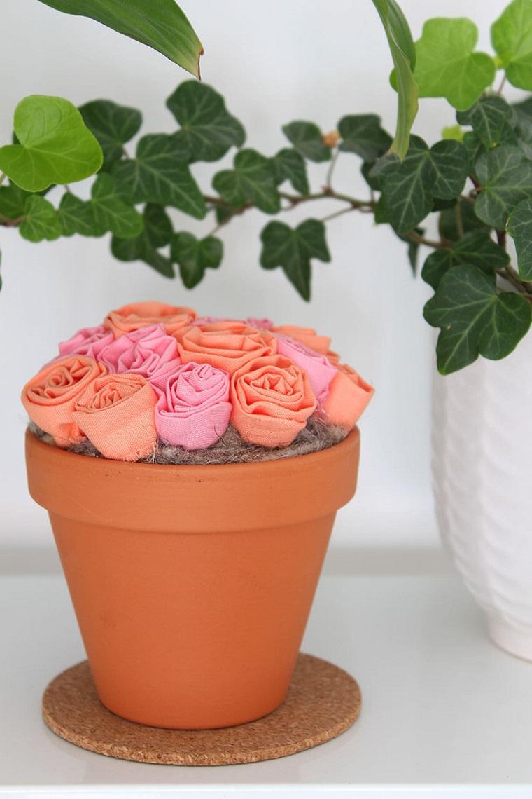 Vaso di terracotta, vaso con fiori finti, fiori di tessuto, idee regalo mamma