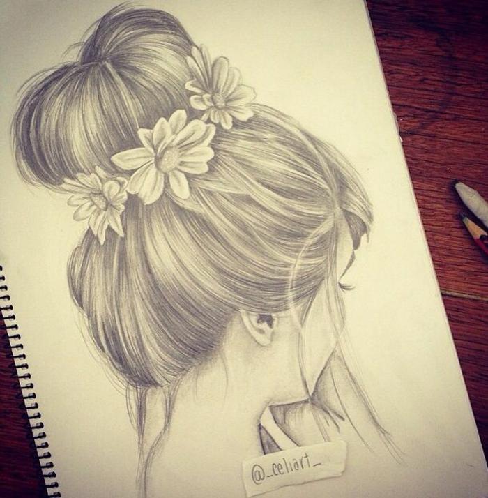 Quaderno ad anelli, disegno di una ragazza, acconciatura chignon con fiori