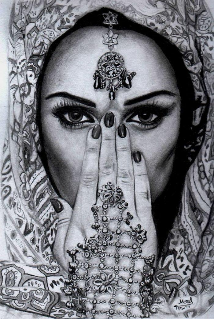 Disegno viso di una ragazza, sciarpa con motivi etnici