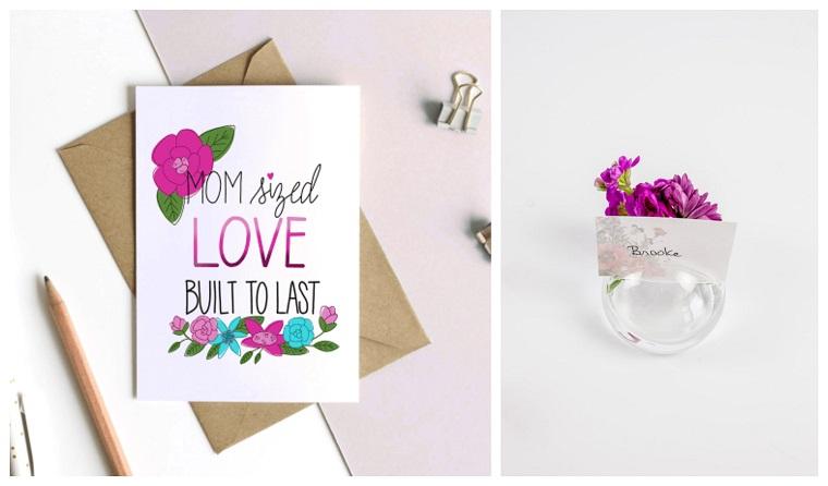 Cartolina con scritta, regali per la mamma, vaso con fiore viola