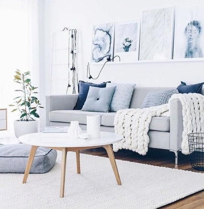 Mobili soggiorno moderni, divano con gambe di metallo, tavolino di legno stile nordico