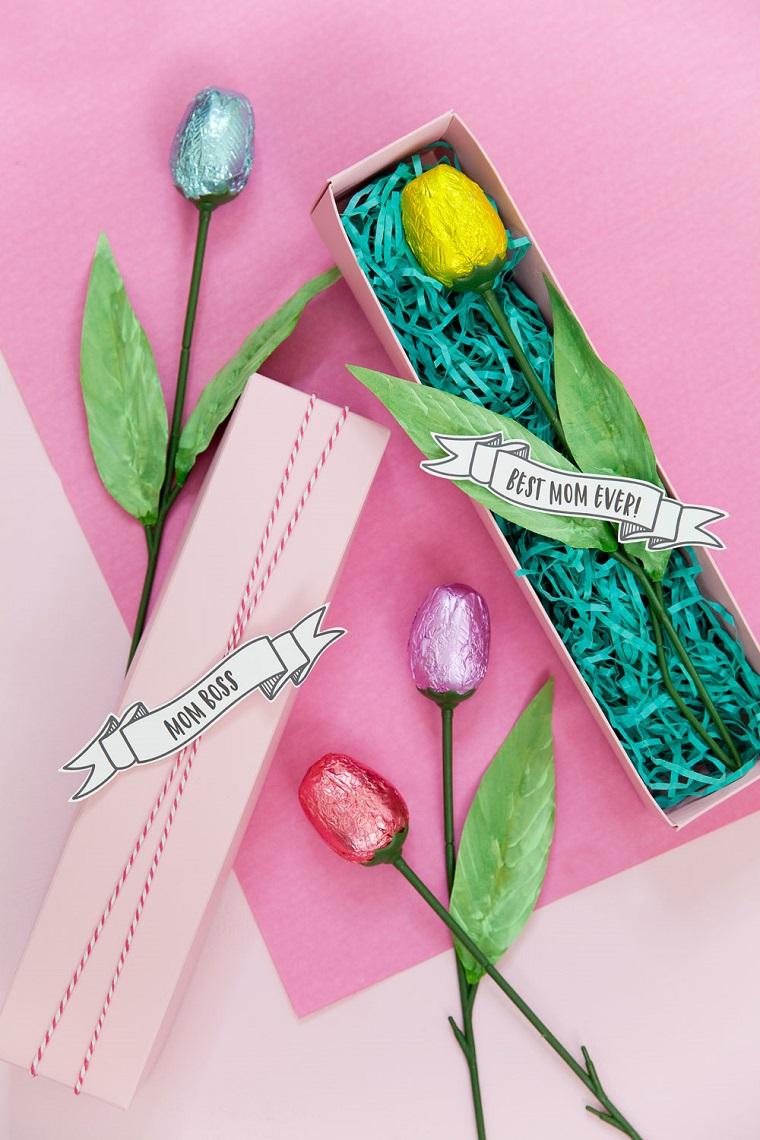 Regali per la mamma, fiori finti con cioccolatini, scatola regalo con bigliettino