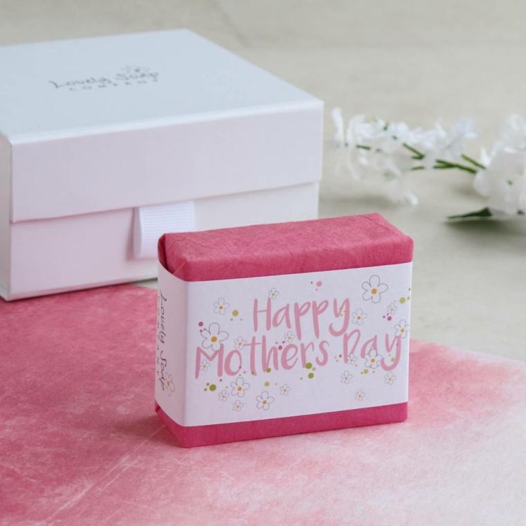 Idee regalo mamma, sapone con scritta, scatola di colore bianco