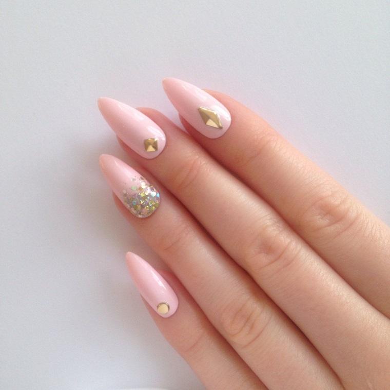 Unghie stiletto con decorazioni, smalto unghie colore rosa