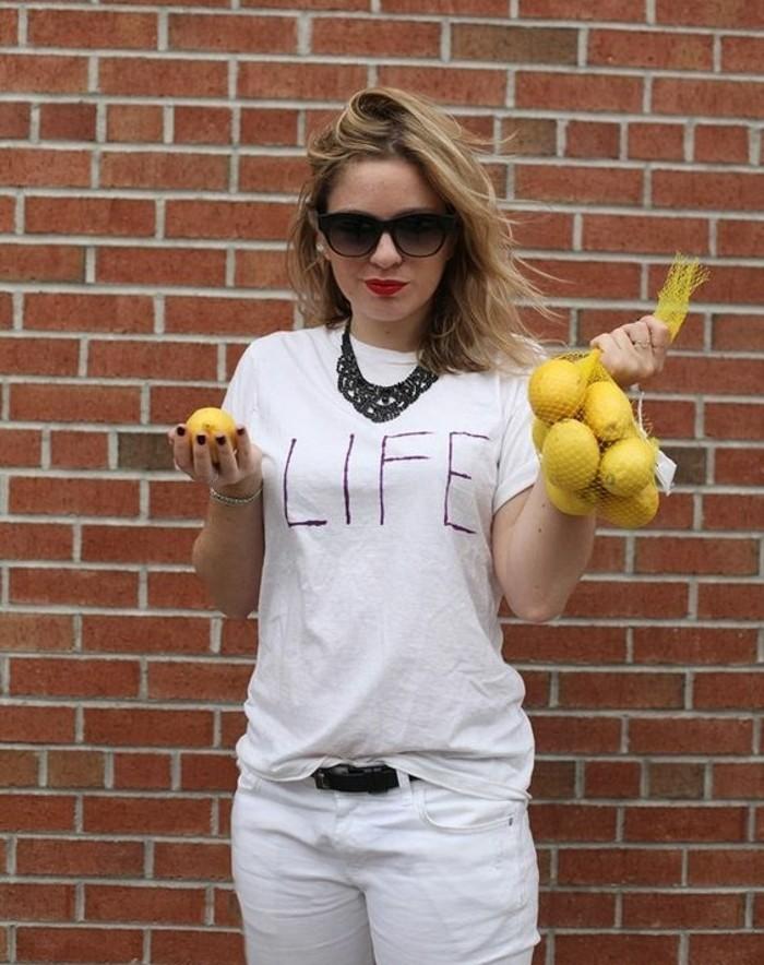 Ragazza con capelli biondi, rete di limoni, idea come vestirsi per Halloween