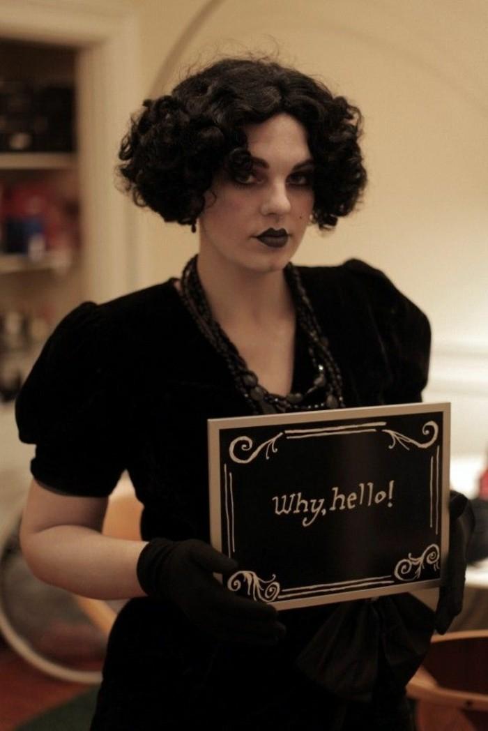 Abbigliamento donna vintage, donna travestita per Halloween