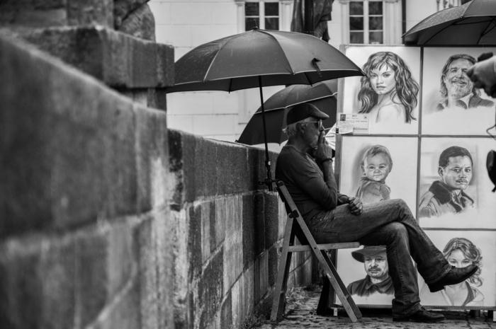 Disegni facili da riprodurre, uomo seduto su una sedia, ritratti di persone