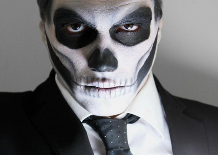 Uomo truccato come scheletro, costumi halloween adulti