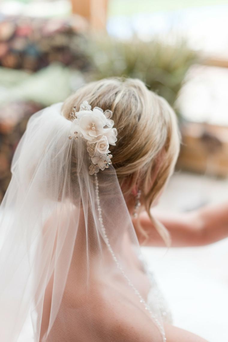 Pettinature sposa, velo da sposa, capelli biondi, acconciatura con chignon