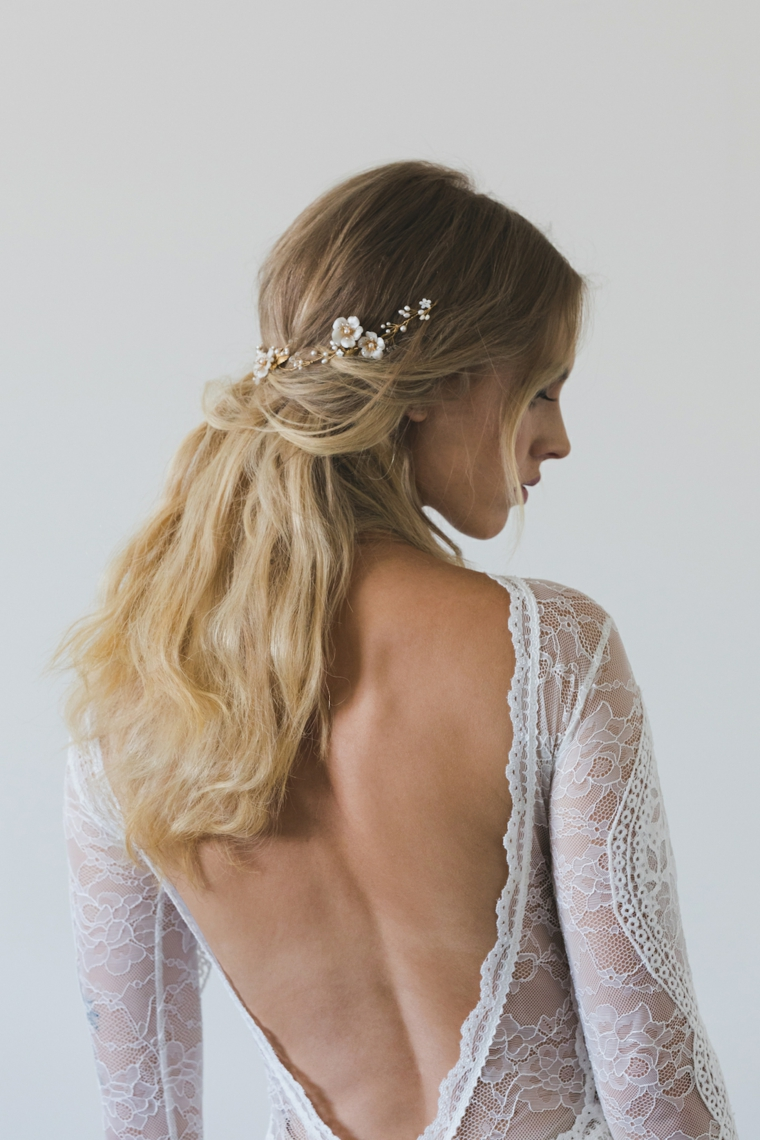 Pettinature sposa, capelli lunghi biondi, cerchietto da sposa