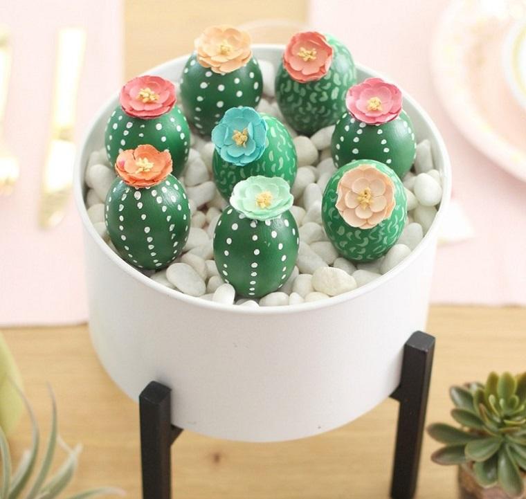 Lavoretti creativi Pasqua, centrotavola con uova, uova dipinte come cactus