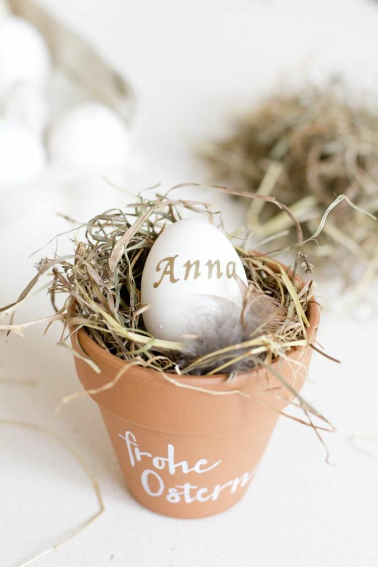 Uovo con nome Anna, segnaposto pasquali, vaso di terracotta