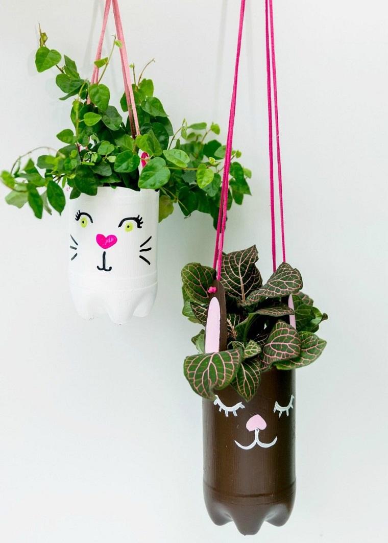 Decorazioni pasquali fai da te, vaso di plastica, piante da appendere