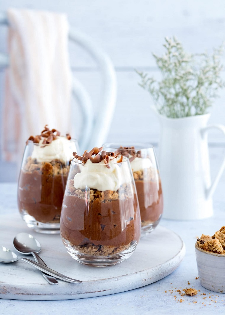 Come utilizzare il cioccolato rimasto delle uova di pasqua, mousse al cioccolato, dolce al cucchiaio
