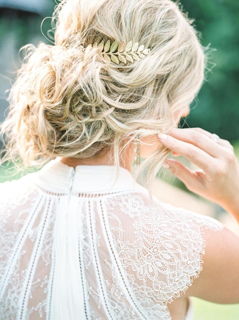 Pettinature semiraccolte per cerimonie, capelli biondi legati
