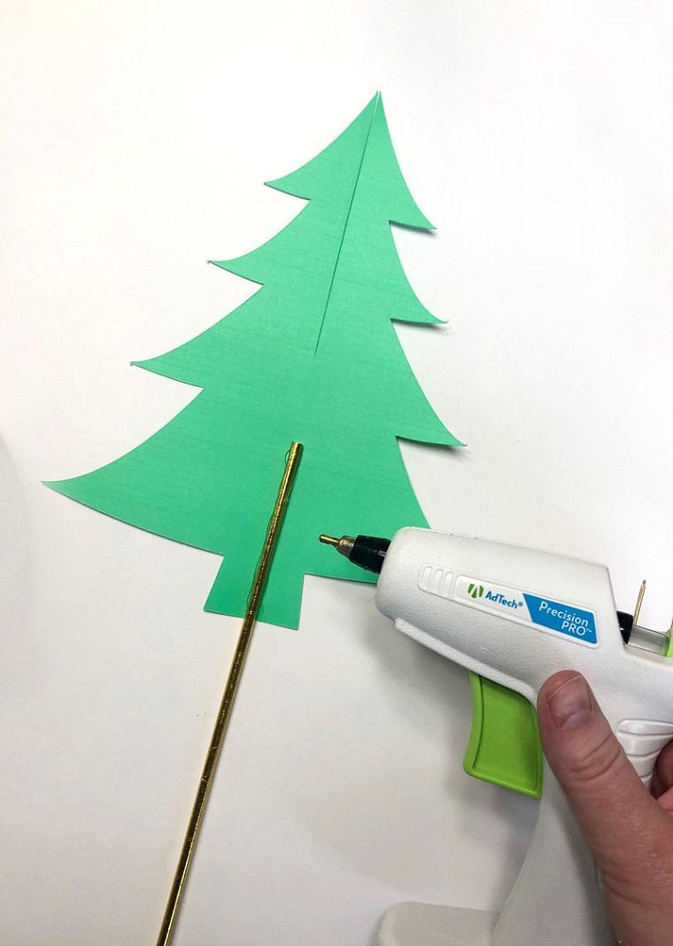 Lavoretti creativi Natale, bastoncino di metallo, pistola per colla a caldo